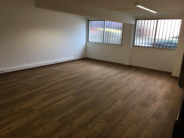 Oficina en alquiler en Calle Angela B. de Soto 1,  Entresuelo número 1.   15009. A Coruña.