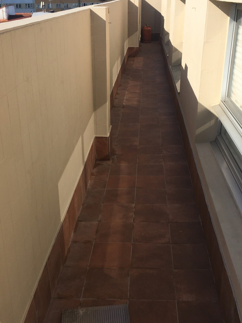 Reemplazo e impermeabilización de una terraza de edificio.
